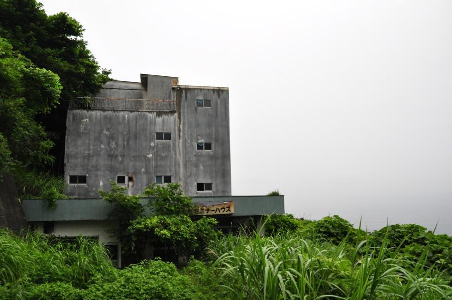 seminar house ruin 900h1