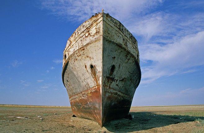 http://www.michaeljohngrist.com/wp-content/uploads/2010/2010-6june-aral-sea/vanished-aral-sea11.jpg